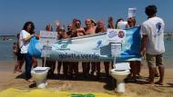 #NoRifiutinelWC, il flash mob di Legambiente alla spiaggia Pane e pomodoro di Bari